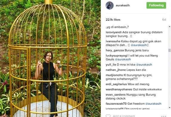 Screenshot Aura Kasih dalam sangkar (instagram @aurakasih)
