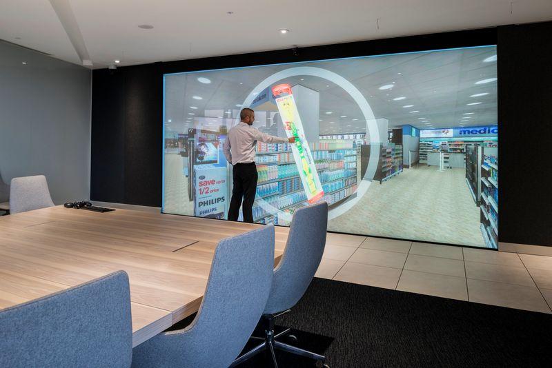 Layar monitor besar (Installation-International.com)