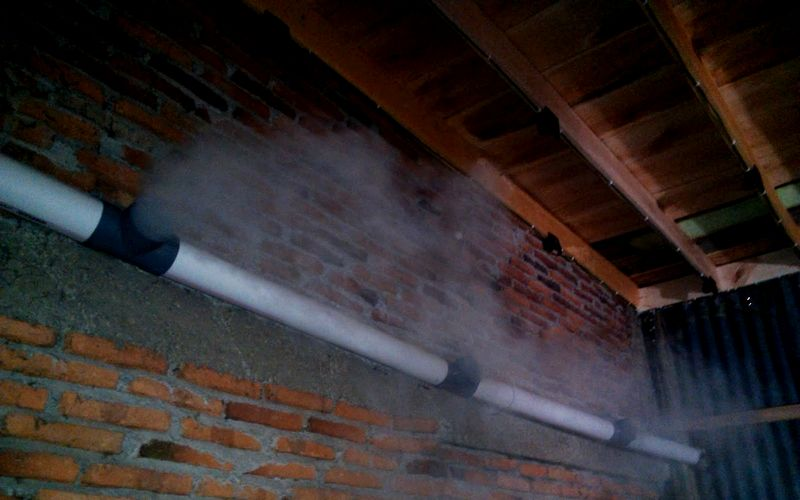 Mesin kabut di dalam rumah Walet biar ruangan sejuk (rumahzee.blogspot.com)