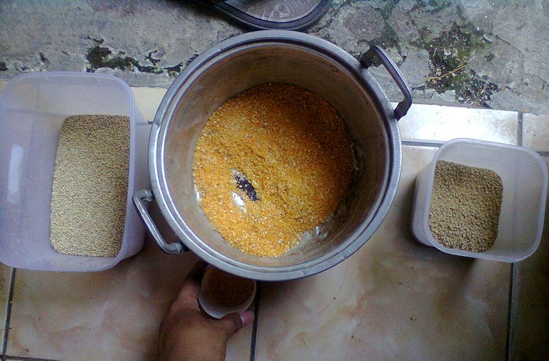 Pakan burung dicampur obat terlarang (barnomerpati.blogspot.com)
