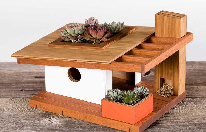 Glodok Lovebird Unik Bentuk Rumah (touchofmodern.com)