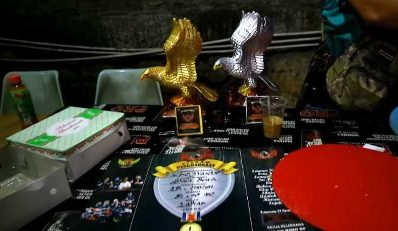 Trofi Juara Lovebird Baladewa (youtube.com)