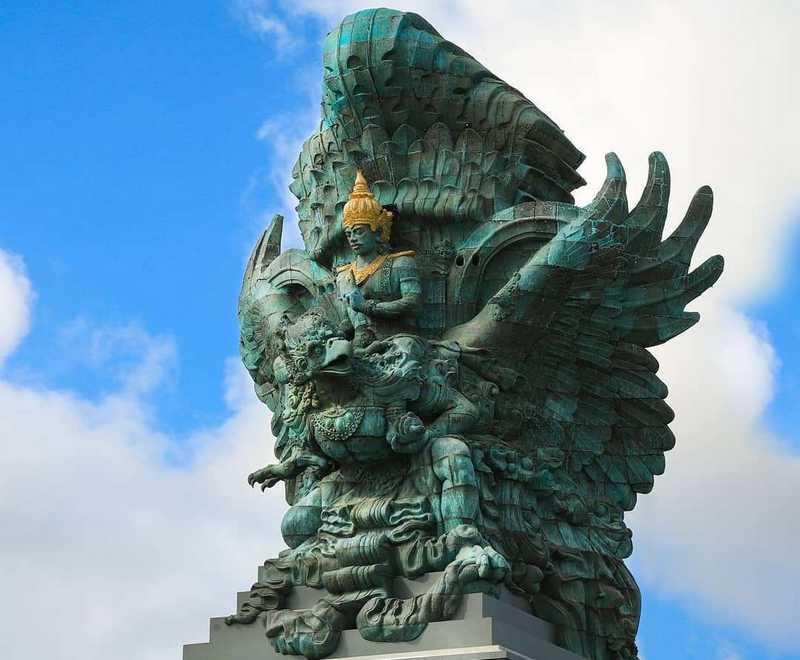 Patung Burung Garuda Wisnu Kencana di Bali (girlisme.com)