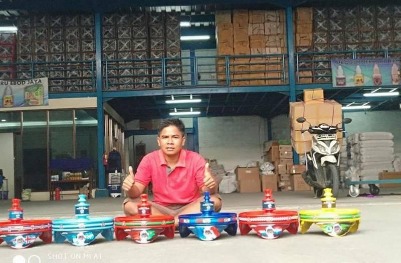 Aang Darsono Sukses Jual Sangkar Burung Ebod Jaya (mediaronggolawe.id)