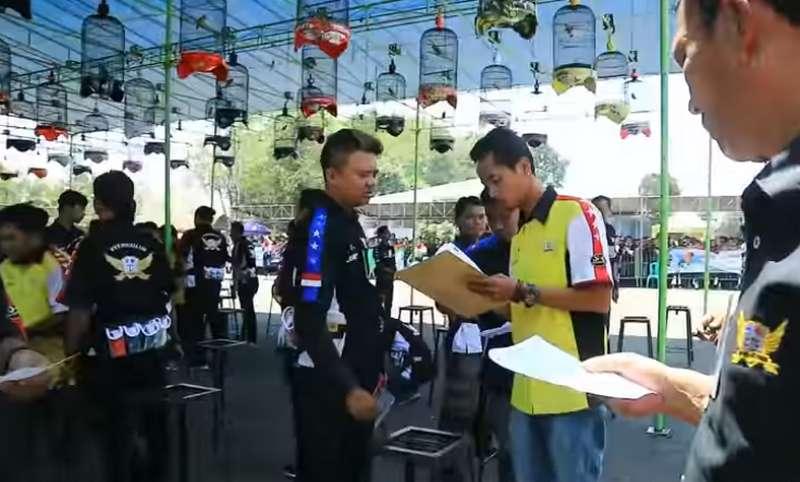 Juri Laporan ke Korlap Lomba Burung (youtube.com)