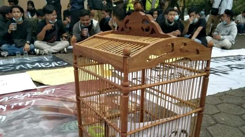 Mahasiswa Demo di BKSDA (viva.co.id)